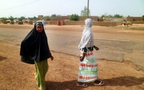 Des maliennes marchent dans une rue de Kidal, le 7 août 2012 AFP/Archives Romaric Hien