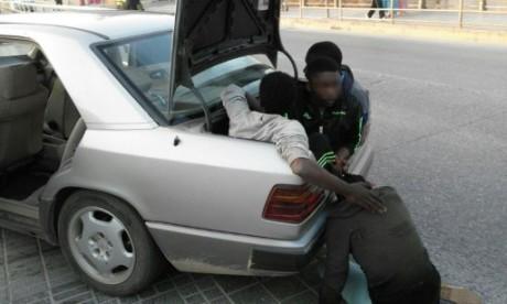 immigration: une voiture force la frontière maroc-espagne | slate