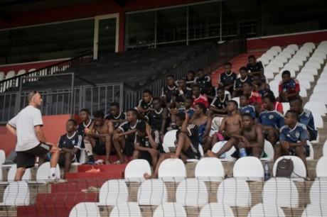 Des élèves de l'Académie de football du club congolais Tout-Puissant Mazembe, le 12 mai 2017 à Lubumbashi AFP Agnes Bun