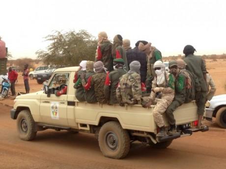 Des soldats maliens à l'arrière d'un pick-up, le 18 janvier 2017 à Gao AFP/Archives Stringer