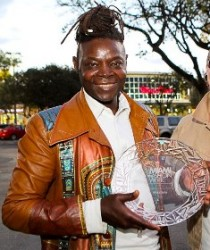 Mike Sylla, reçoit le « Designers Choice Award » de Miami International Fashion Week 2013