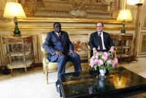 Hollande: le Burkina Faso, exemple démocratique pour le Burundi