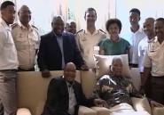 Fallait-il nous montrer des images aussi pathétiques de Mandela?