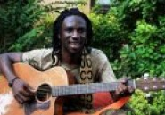 Papa Mamadou Coulibaly chante pour les orphelins