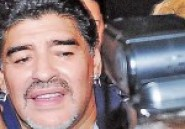 Argentine: Diego Maradona tabasse un paparazzi