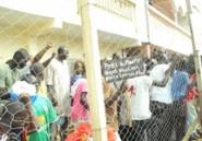 Les jeunes de Grand Yoff à Macky lors de son passage dans leur quartier :