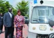 Evacuation des malades des zones rurales : La première Dame offre 12 motos-ambulances