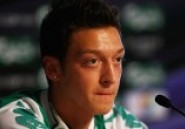 Mesut Özil : obsédé sexuel ? La star d'Arsenal répond au président du Real Madrid !!!
