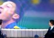 Mesut Özil : il crache un chewing gum, jongle et le ravale ! La vidéo buzz