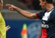 Zlatan Ibrahimovic :  Il pointe un pistolet avec ses mains vers l'arbitre !