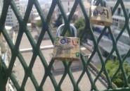 Les cadenas d'amour font leur retour sur les ponts d'Alger