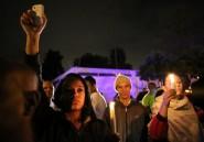 Afrique du Sud: veillée improvisée devant la maison de Mandela