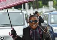 Les sapeurs congolais retournent leur veste