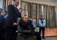 Bouteflika en passe d'être réélu sur un fauteuil roulant