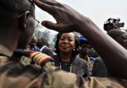 """Centrafrique: la présidente promet """"la guerre"""" aux anti-balaka, Paris exclut toute partition"""