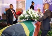 L'Afrique du Sud réenterre l'éditorialiste anti-apartheid Nat Nakasa