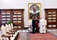 """Egypte: le pape plaide devant Sissi en faveur de la """"coexistence pacifique"""""""