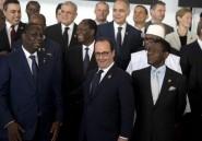 """A Dakar, Hollande cite les """"leçons"""" démocratiques de Tunisie et du Burkina"""