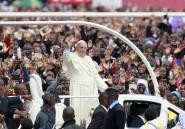 Les premiers pas du pape en Afrique en trois photos