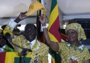 "Zimbabwe: Mugabe ""désolé"" d'avoir dû prolonger ses vacances"