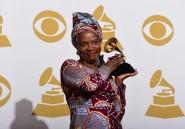 """Angelique Kidjo récompensée aux Grammys pour """"Eve"""", album dédié aux femmes africaines"""