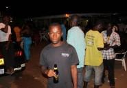Ebola: le Liberia noie le couvre-feu dans la boisson et la musique