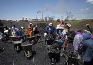 Afrique du Sud: des brouettes de charbon en attendant l'électricité