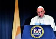 """Le pape dénonce la radicalisation des jeunes dans des """"attaques barbares"""""""