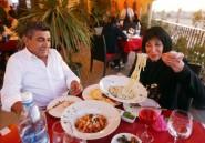 A Tripoli, cafés et restaurants apportent un semblant de normalité