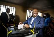 Gabon: le président Bongo, réélu, appelle