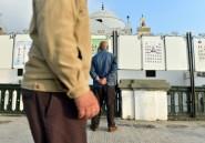 """A Blida, le vote """"par devoir"""" ne convainc pas les jeunes Algériens"""