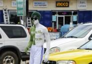 """Au Liberia, le """"salaire de la peau"""" des mannequins publicitaires de rue"""