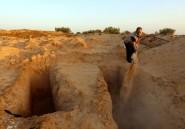En Tunisie, un homme donne une sépulture aux migrants morts en mer