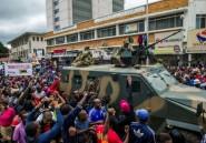 A Harare, soldats et manifestants main dans la main pour faire tomber Mugabe