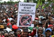 """Zimbabwe: la ligue des jeunes de la Zanu-PF """"exige"""" la démission de Mugabe"""
