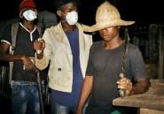 Quand la nuit tombe sur Bangui, les barrages de fortune se dressent