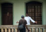 """RDC: un prêtre guéri d'Ebola consacré """"héros"""" dans un village"""