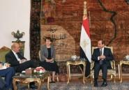 """En Egypte, Le Drian évoque la Libye et les """"dossiers régionaux"""" avec Sissi"""