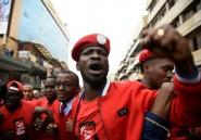Ouganda: le chanteur et député Bobi Wine arrêté, son chauffeur abattu par la police