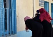 Choléra: dans un hôpital algérien, malades et proches se parlent