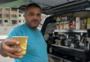 Au Caire, cafés ambulants et économie de la débrouille pour les réfugiés syriens