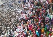 Soudan: des centaines de manifestants acclament Béchir