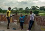 """Au Zimbabwe, une route de township se mue en """"club"""" de fitness"""