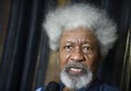 """Présidentielle au Nigeria: Wole Soyinka rejette """"absolument"""" les deux principaux candidats"""
