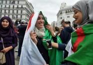 Manifestations en Algérie: les drapeaux, aubaines des vendeurs