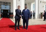 """Algérie: Macron """"salue"""" la décision de Bouteflika et appelle"""