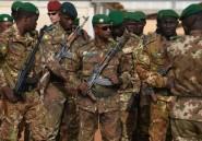 """Mali: """"lourd bilan"""" après l'attaque d'un camp de l'armée par des jihadistes présumés"""