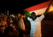 Soudan: des manifestants démantèlent