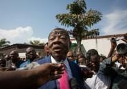 """RDC: l'ex porte-parole de Kabila dépose plainte dans une affaire de """"faux diamant"""""""