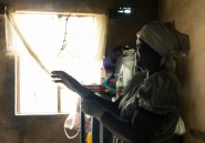 """Au Zimbabwe où les hôpitaux sont des """"pièges mortels"""", des bébés naissent par terre"""